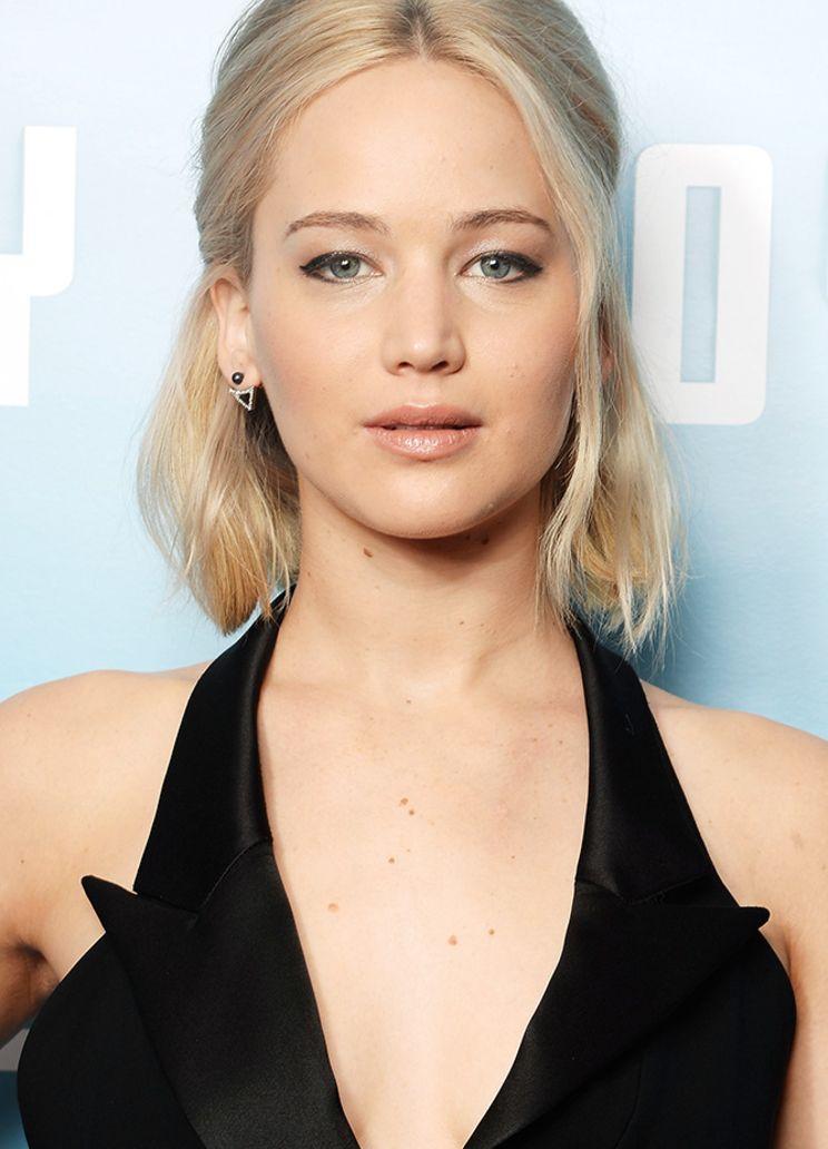 1 Schnitt 7 Frisuren Der Bob Von Jennifer Lawrence Styling Kurzes Haar Haar Styling Kurze Blonde Frisuren