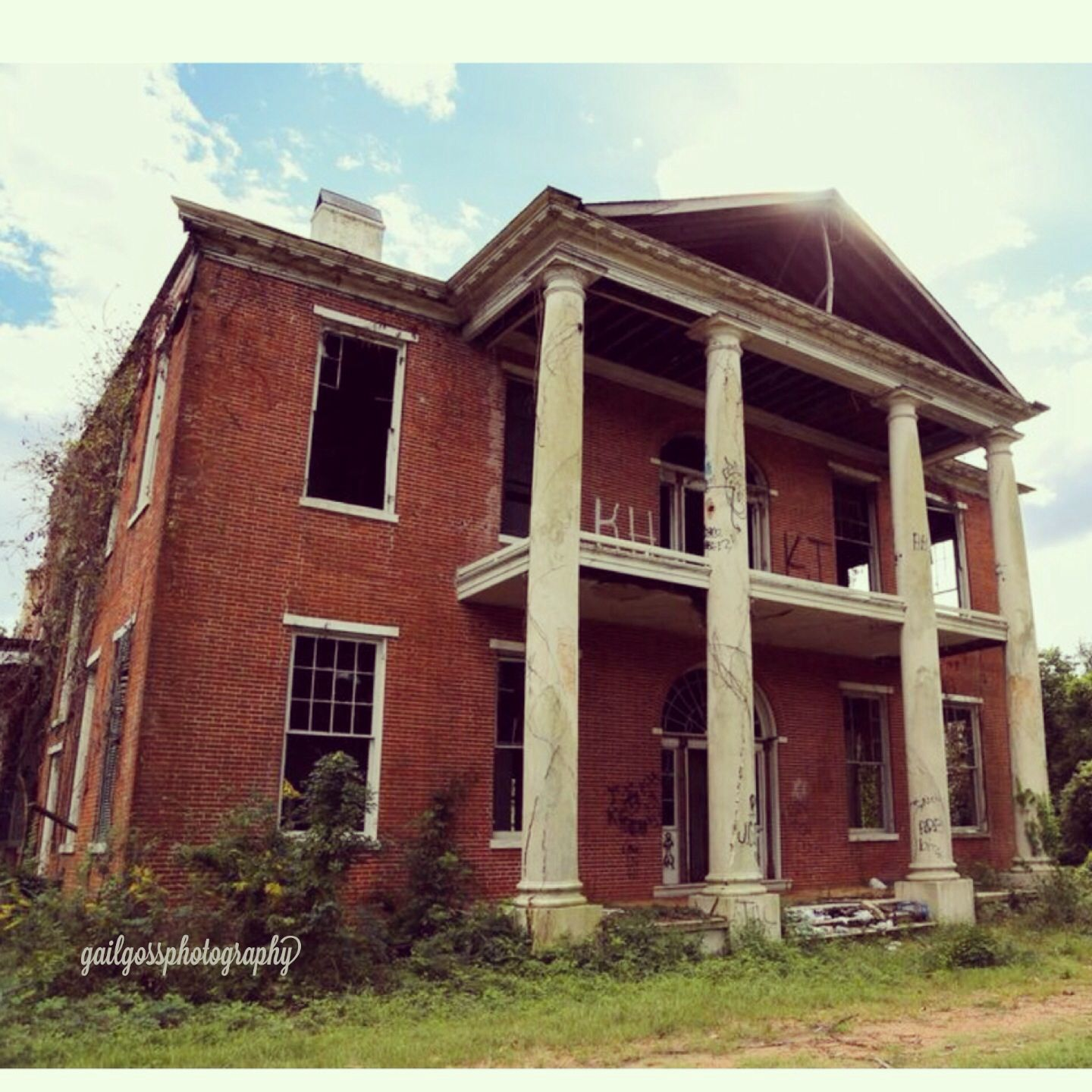 Abandoned Antebellum Mansion In Nachez Mississippi