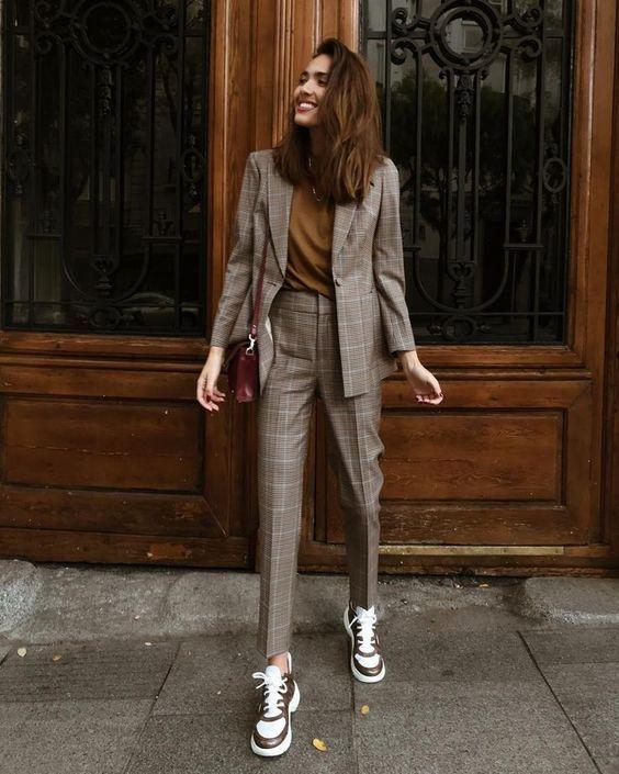 Tailleur pantalone tendenza calda della moda autunno inverno
