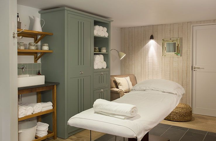 small day spa - Google Search | Salon in 2019 | Facial room ...