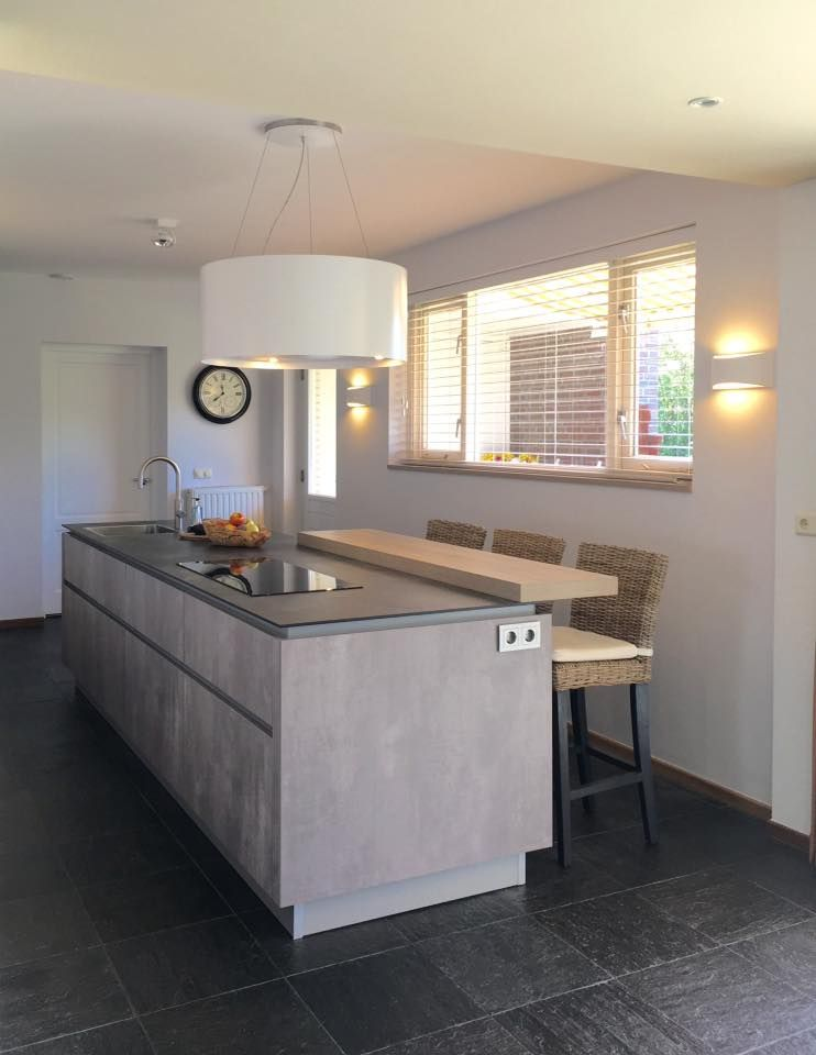 referentie wildhagen leicht keukeneiland in betonlook met houten