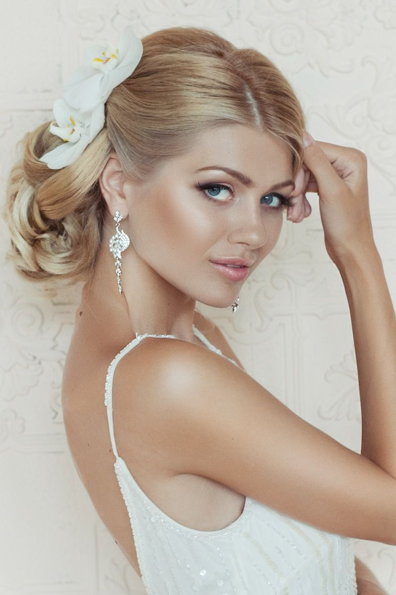 Wedding Hairstyle with loose curl updo & neutral make-up ...