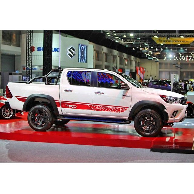 Toyota hilux revo gets a trd version 4x4 pinterest for Garage nissan sete