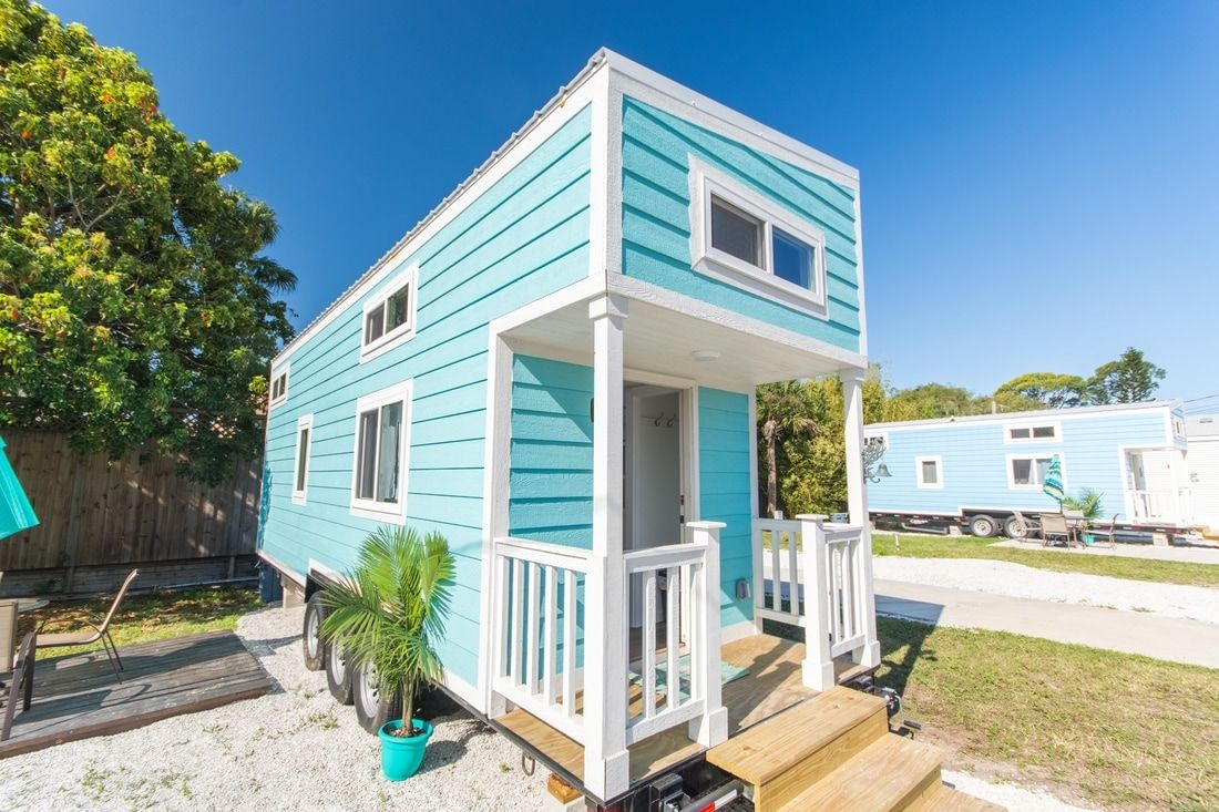 Tiny houses on the beach in florida - This Is The Siesta Key By Modern Tiny Living Built For A Beach Community In You Guessed It Siesta Key Florida The Beautiful House Comfortably Sleeps