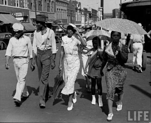 Beale Street, Memphis, TN, 1938. Photo by Alfred Eisenstaedt