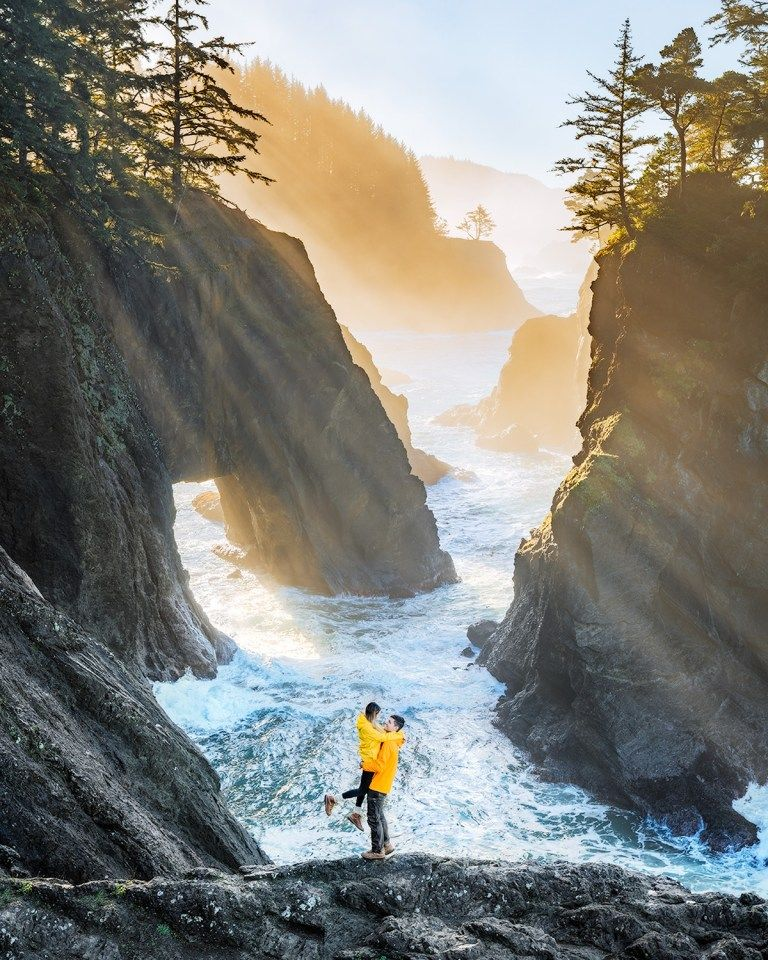 Take an incredible Oregon 7 day road trip to see the state's most scenic mountains, coast, lakes, and waterfalls! Also included is a handy packing guide, my top Oregon road trip tips, leave no trace suggestions, and more! #Oregon #OregonRoadTrip #RoadTrip #PNW #OregonCoast #OregonHotSprings