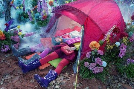 l'univers merveilleux du camping (photographie : Miles Aldridge)