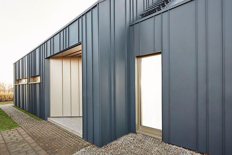 Efh Solitar Ist Ausgezeichnet Mit Dem Sanierungspreis 2017 In 2020 Blech Fassade Metallfassade Fassade
