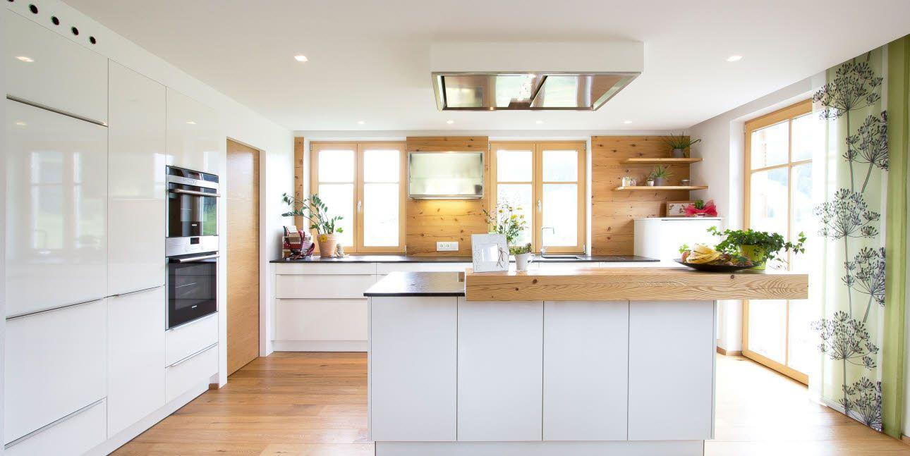 Weiße, zeitlose ewe Küche (c) Küchenstudio Laserer | Küche ...