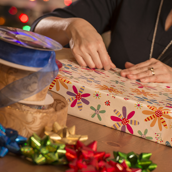 Gift Wrapping: Tips and Tricks to Make the Holidays Simpler | LCstyle
