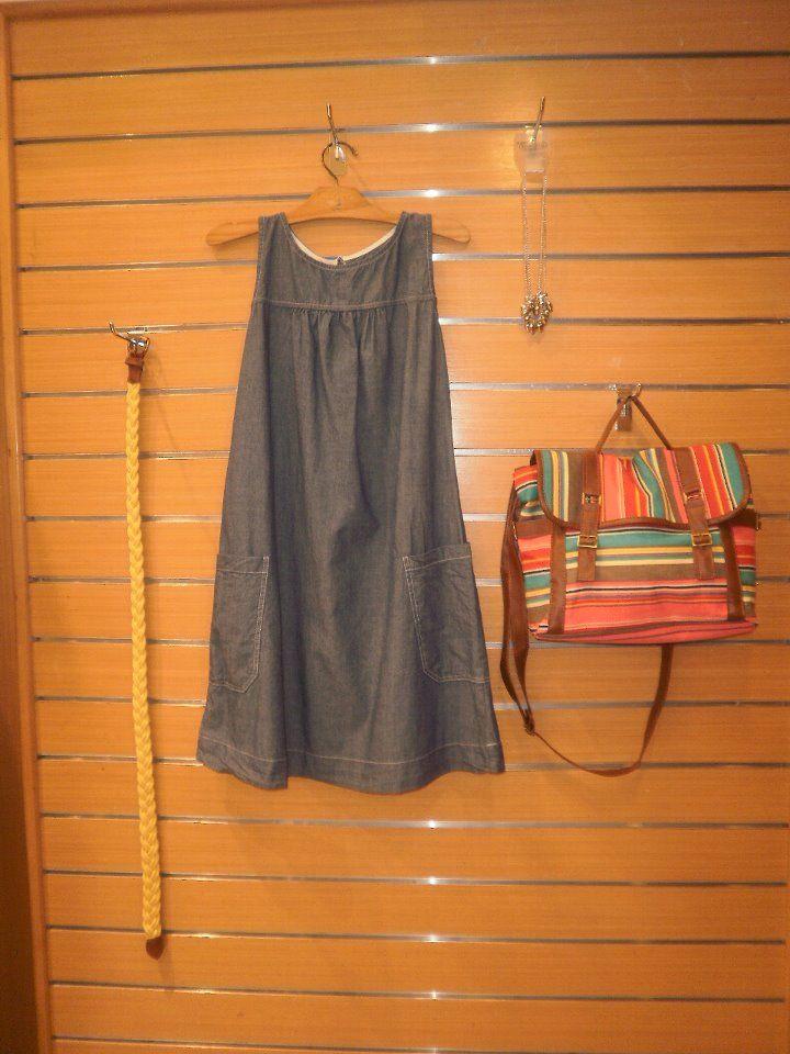 Adorei a bolsa e o vestido só mesmo com o sinto ali do lado !                                                         Lojas Mercatto .