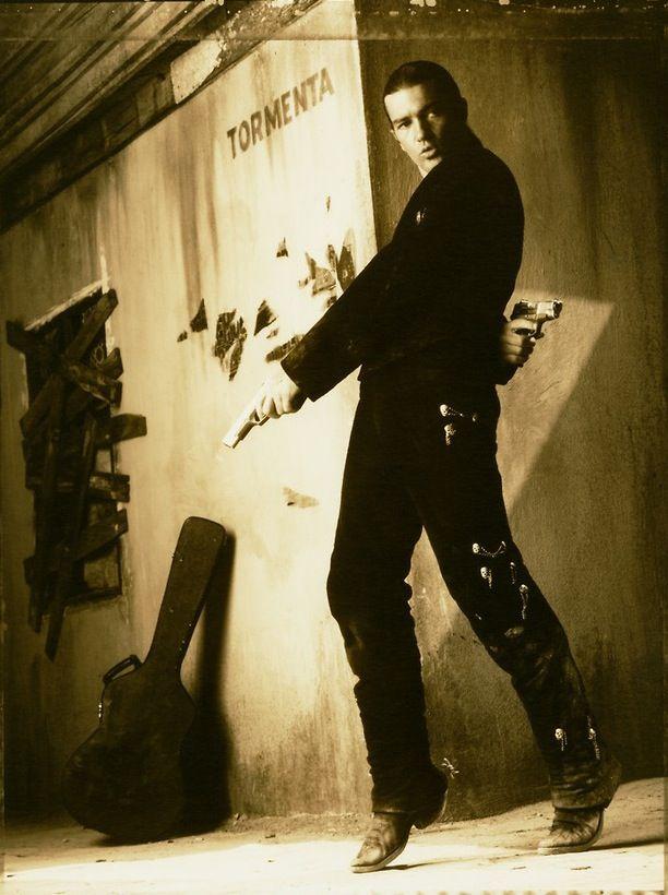 Antonio Banderas Is El Mariachi Desperado 1995 Cinema Movies Desperado Film Movie Director