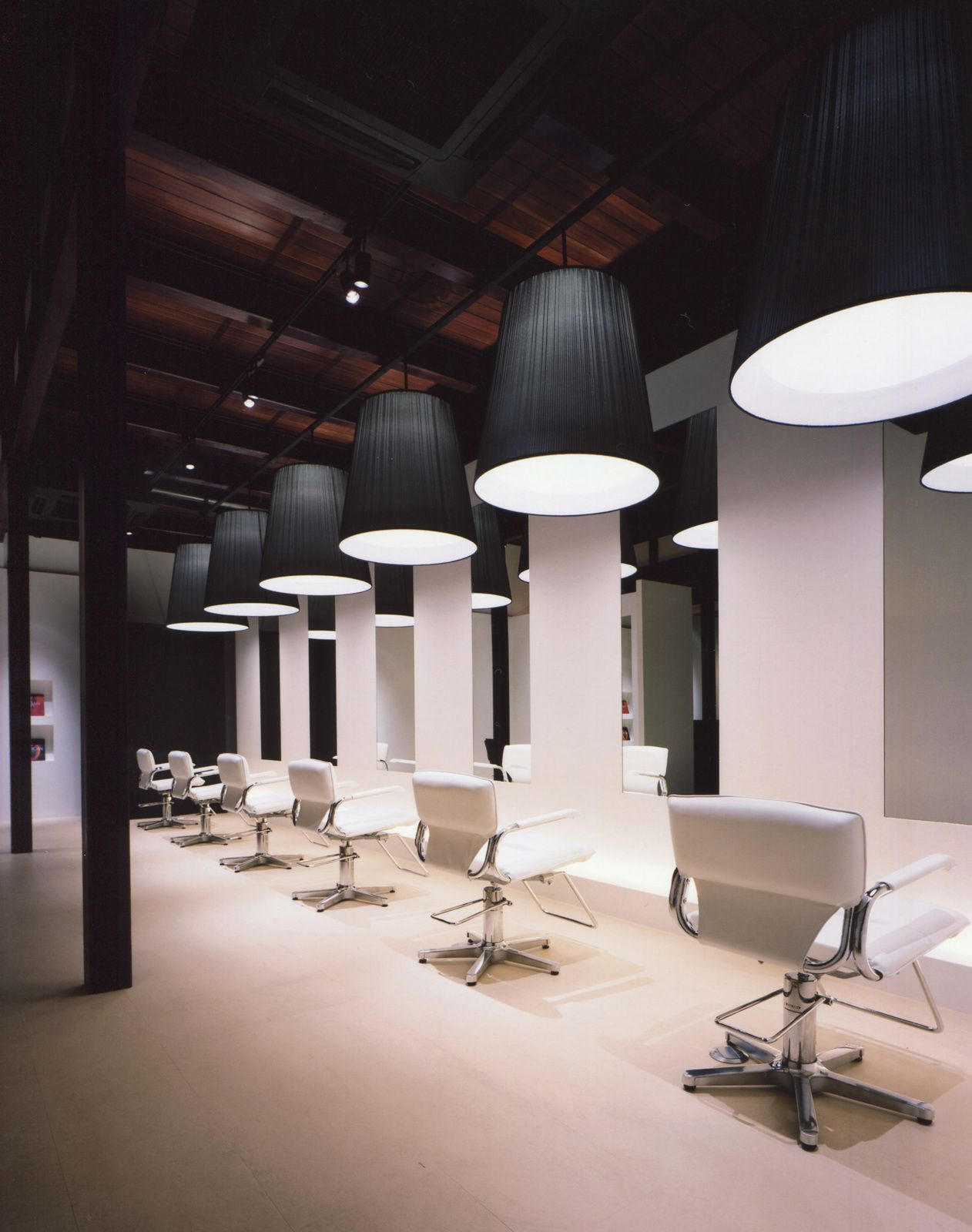 Hair salon design google salondecor pinterest for Beauty salon designs for interior