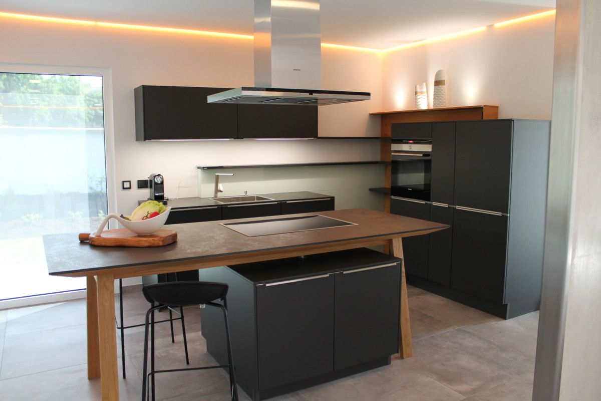 Wunderbar Küche Offen Modern Mit Kochinsel Als Holztisch   Inneneinrichtung Haus Icon  4 XL Musterhaus Dennert Massivhaus