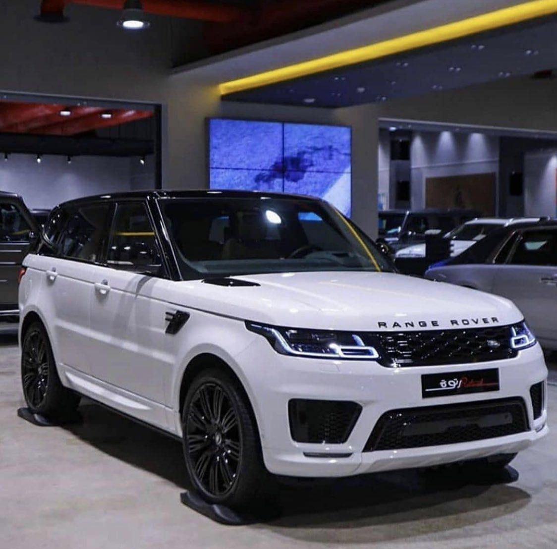 #rangerover #urus #rollsroyceclassiccars #audi #cars #car #luxurycar #Lamborghini #Bentley #rollroyce #gwagon #wagon #carinterior #carexterior #interior #exterior #celebrity #celebritycars #expensive #expensivecar #Mercedes #Porsche