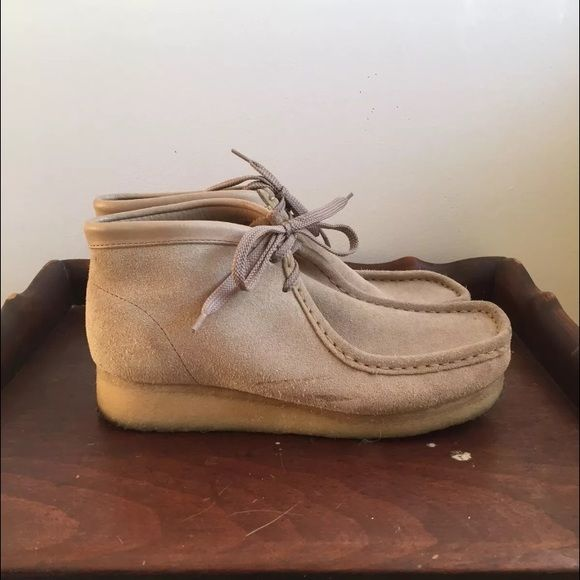 Clark's Wallabees desert boots - size 9 Pre owned suede Clarks Wallabee  desert boots in women's