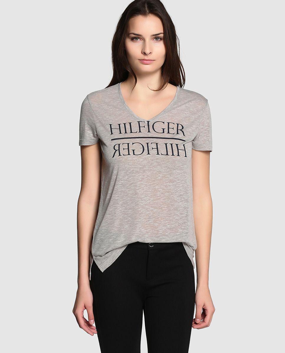 7a9af76f02 Camiseta de mujer Tommy Hilfiger de manga corta y cuello pico