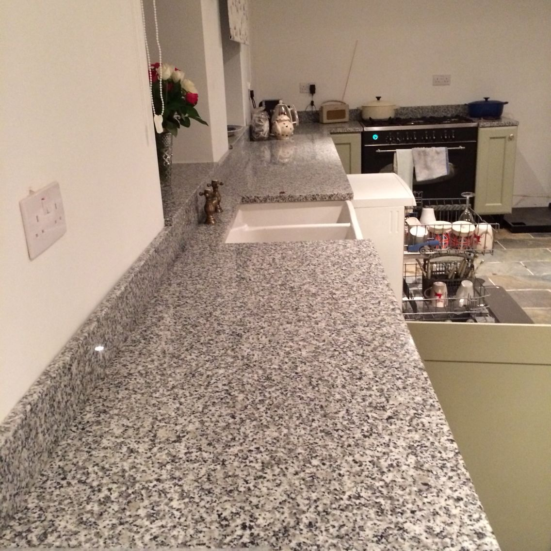 Kitchen With Bianco Sardo Granite In 2020 Kitchen Decor