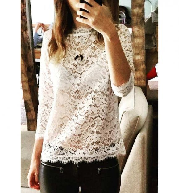 96f788f4c5 La dentelle blanche n'en finit pas de nous faire craquer ! – Taaora – Blog  Mode, Tendances, Looks. Top dentelle blanc avec pantalon cuir noir