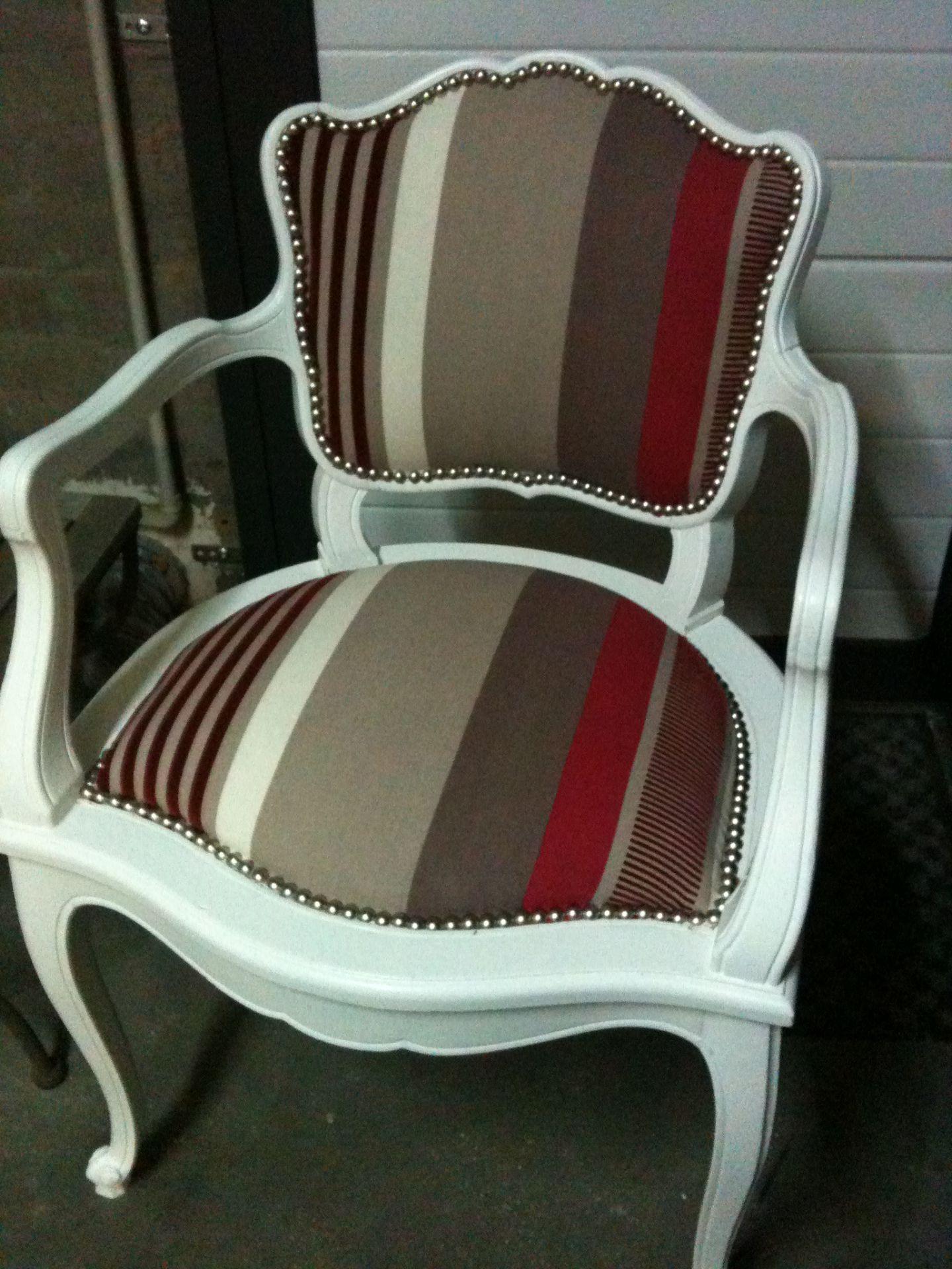 Apres Renovation Mobilier De Salon Chaises Decorees Fauteuil Vintage