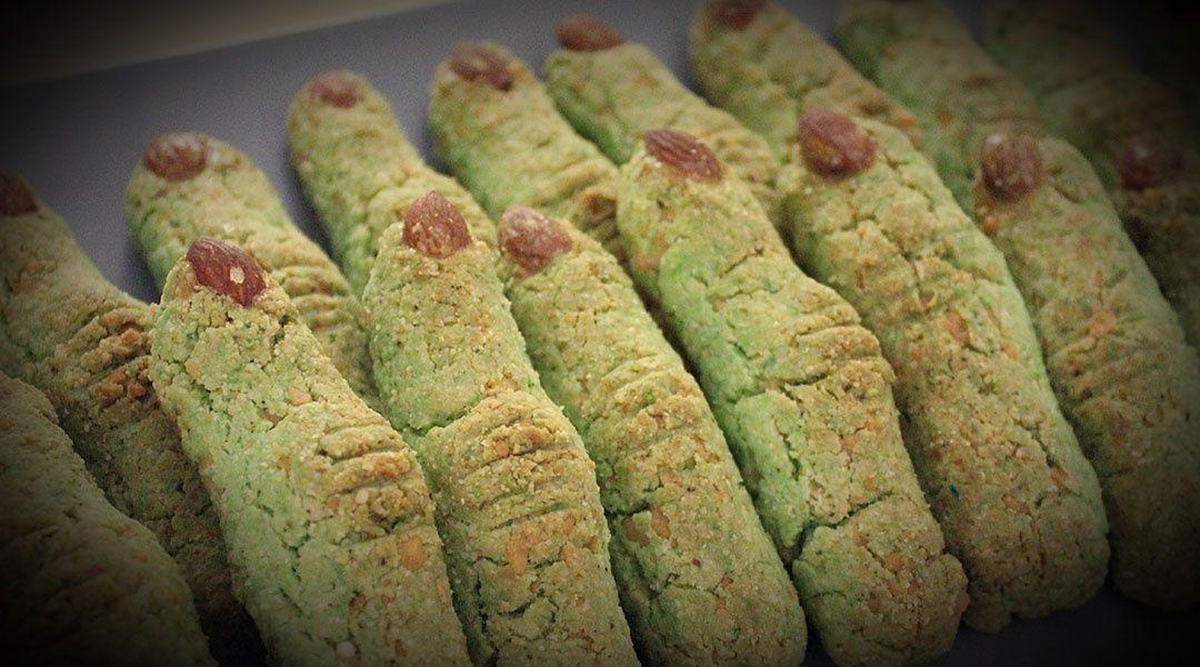Mit einem würzigen roten Salsa-Dip oder Ketchup sind diese Hulk-Finger ein amüsantes Finger-Food für die nächste Halloween-Party.