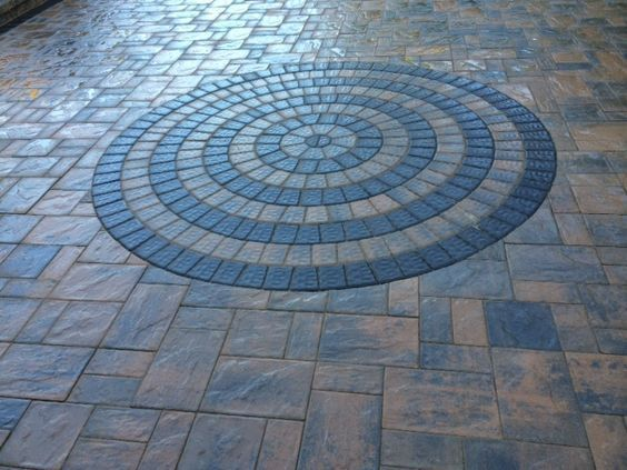 Update Your Backyard This Year With Beautiful Cambridge Pavingstones This Pattern Features A Circle Design Driveway Pavers Design Pavingstones Limestone Patio
