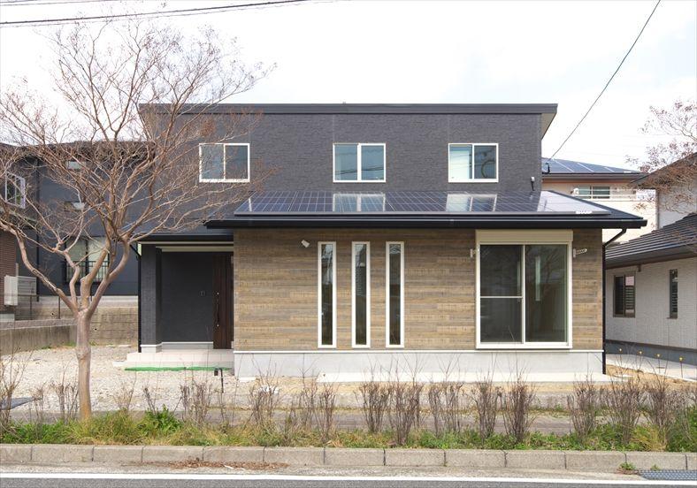 縦長3 連スリットの小窓 施工事例 株式会社ケンコーホーム 窓 家の窓 ホーム