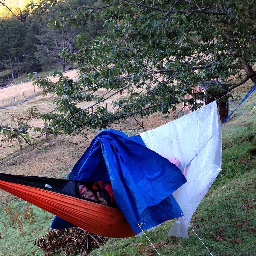 Nada como dormir en hamaca en la cordillera y con un techo de estrellas!!! #cochamo #hammock #hammocklife #trek #trekking #patagonia by @intensa_america