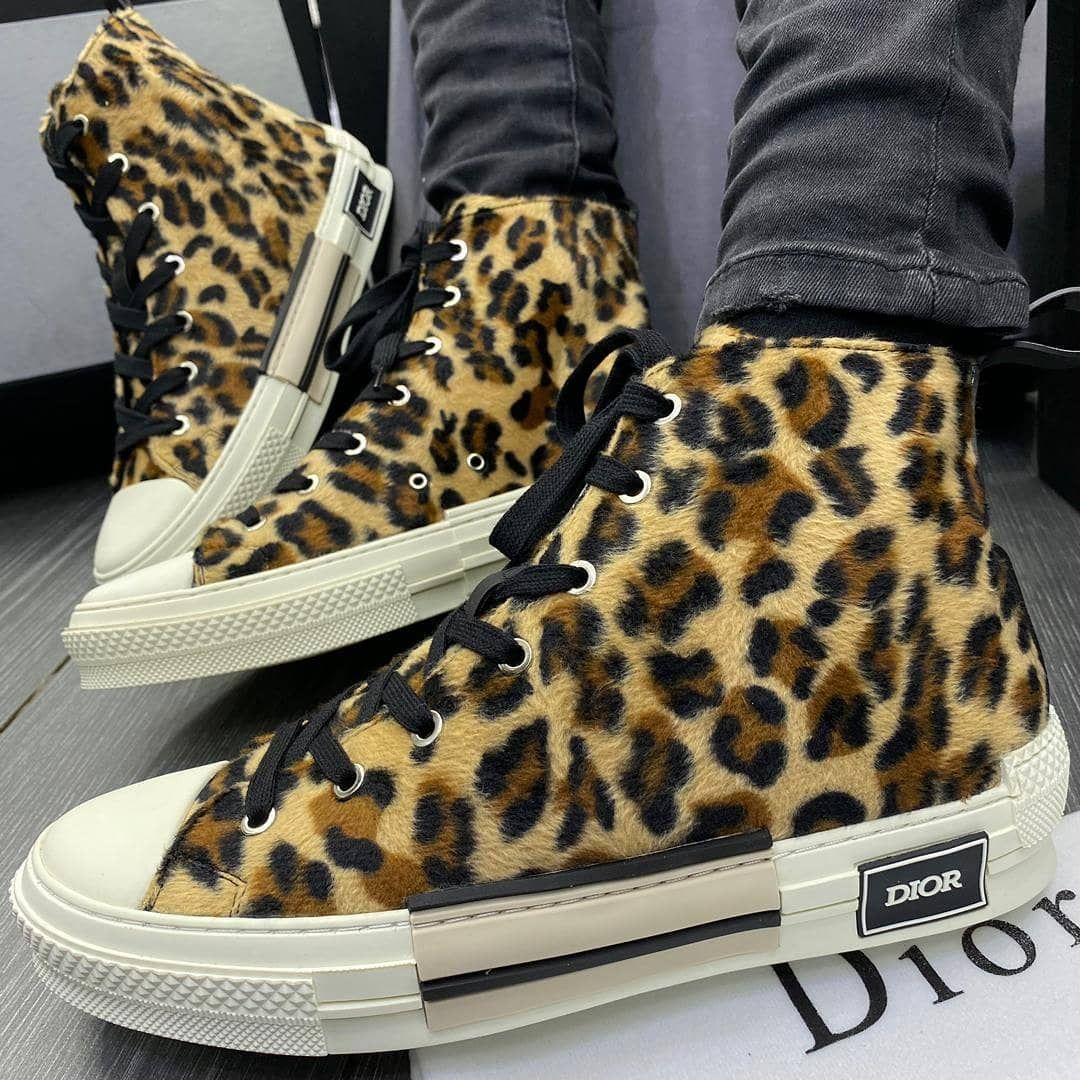 Available in most sizes  Holla @ us via: Tel/WhatsApp: 08039573868  #legitvendorsng #fashionslayers #fashionjunkie9ja #naijastartup #naijaentrepreneur #owambe #agbada #lagosdesigner #bbnaija #menshoes #shoes #nigeria #abujaconnect #lagos #ikoyi #lekki #abuja #portharcourt #kaduna #enugu