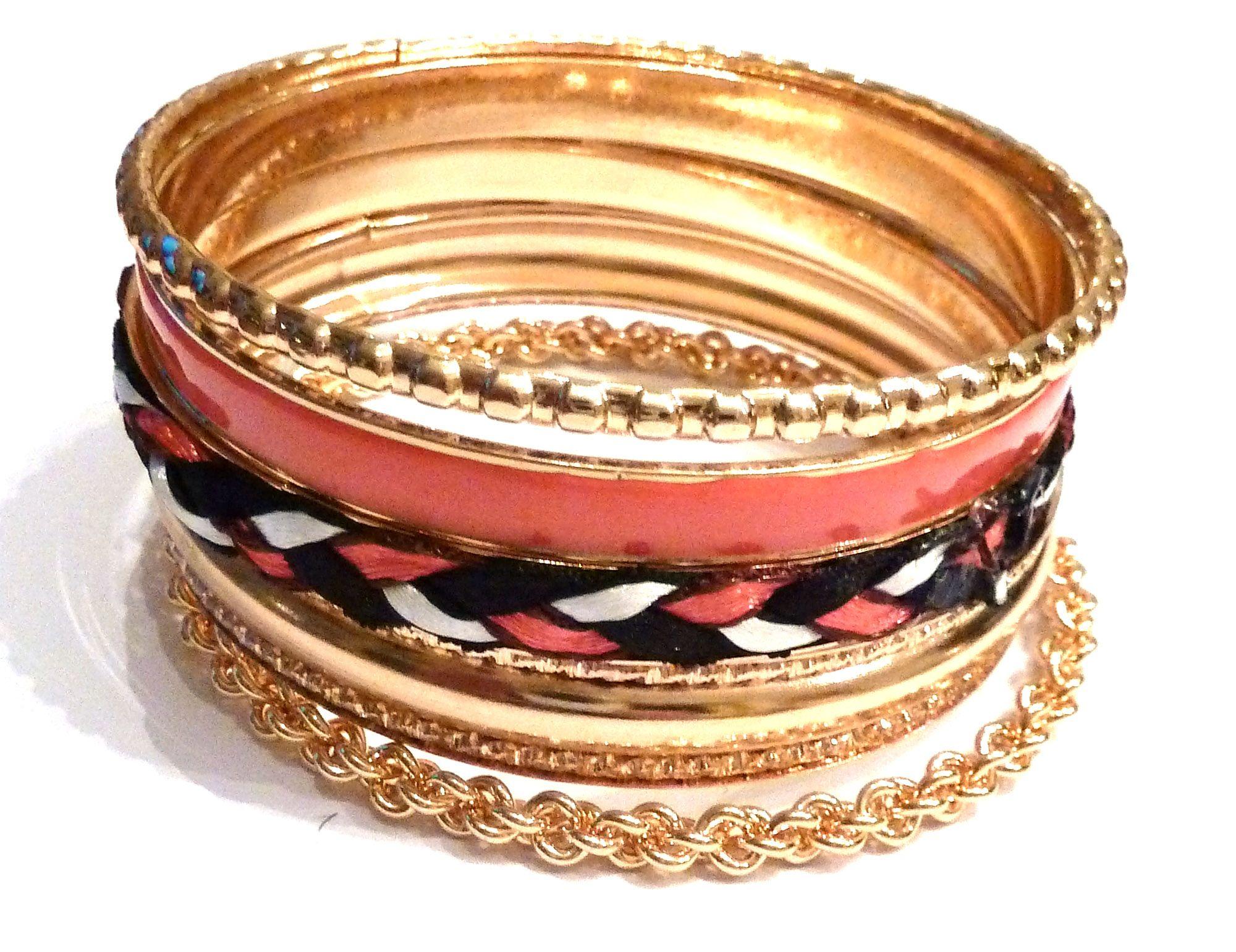 Prachtige set met 7 armbanden in roze en goudkleurige tinten (te koop op www.lauzz.nl)