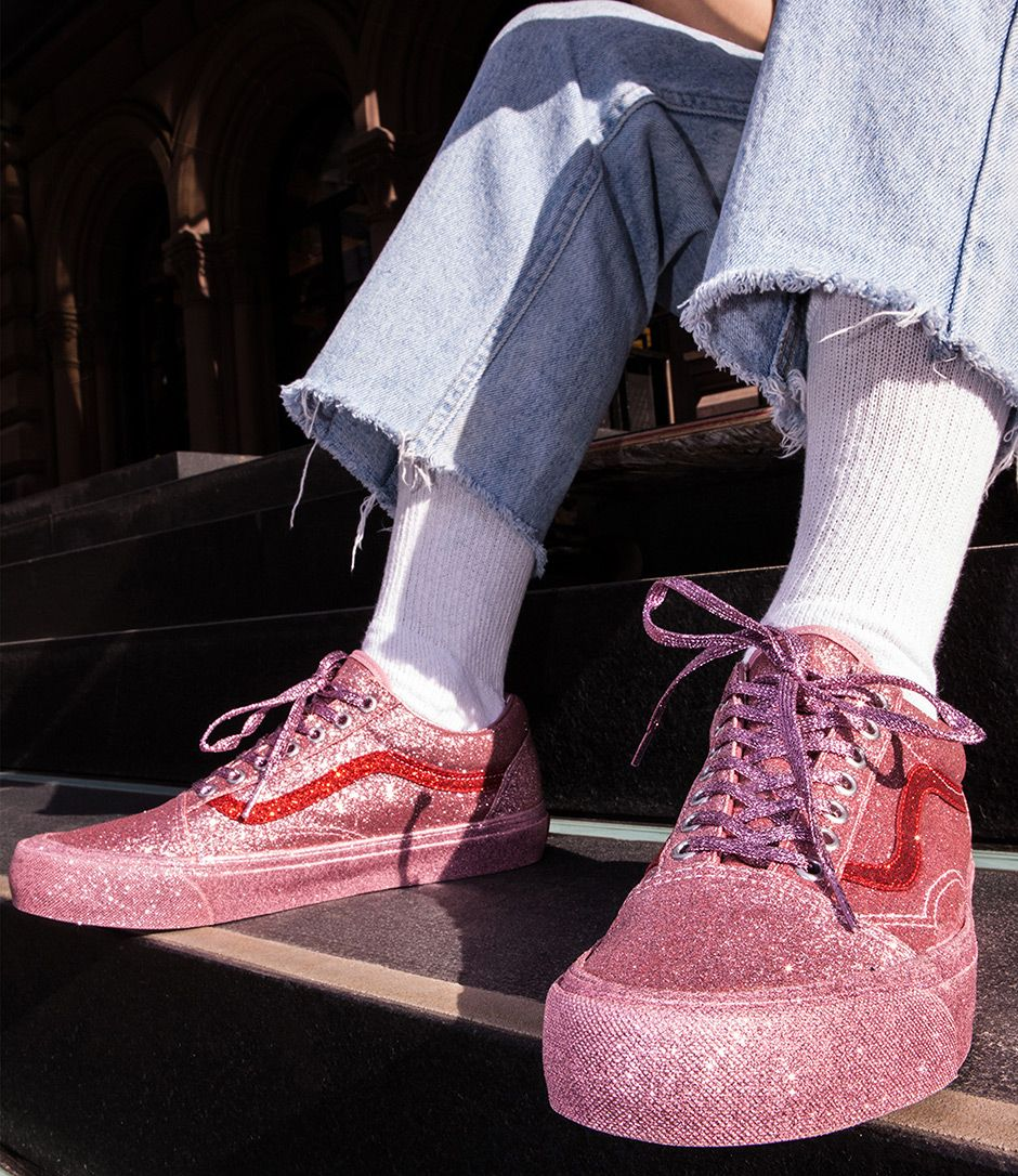 We want want want these glittery sneakers! #glitters #shoes #sneakers #trend