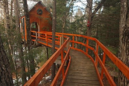 Excellent The Top 20 Treehouses For Rent In New Hampshire Airbnb Home Interior And Landscaping Oversignezvosmurscom