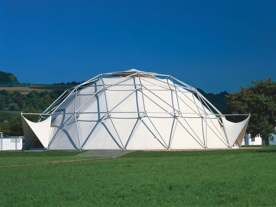 The dome-shaped tent construction was created at Charter Industries in 1975 in collaboration with Thomas C. Howard. The Dome subsequently served as an automobile showroom in Detroit (USA).