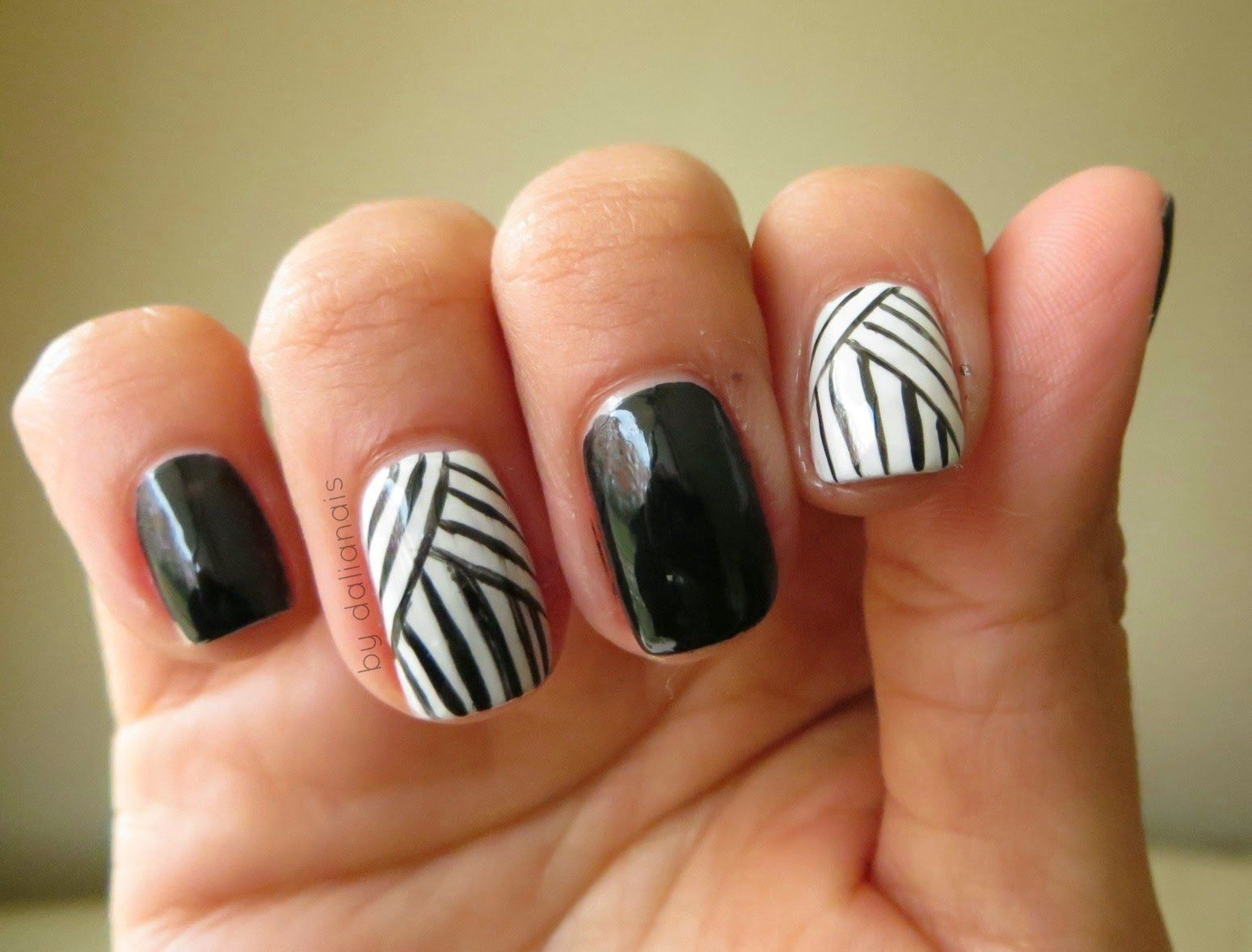Black and White lines Nail art... right hand by Dalianais | Mis ...