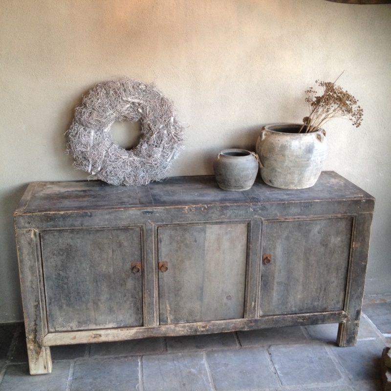 Stoere vergrijsde kast dressoir landelijke stijl wonen interieur tuin en - Landelijke chique lounge ...