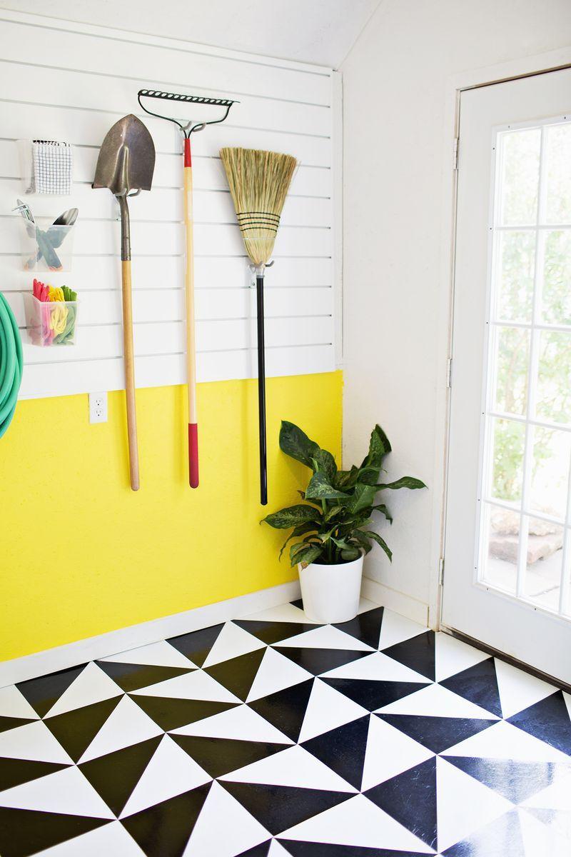 Love This Diy Linoleum Tiled Floor And That Yellow Punch Of Color On The Wall Suelo De Linoleo Suelos Baldosas Pintadas