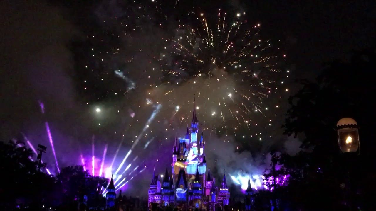 Christmas Los Angeles Disneyland 2020 Firework Youtube Happily Ever After fireworks show in Magic Kingdom at Walt Disney