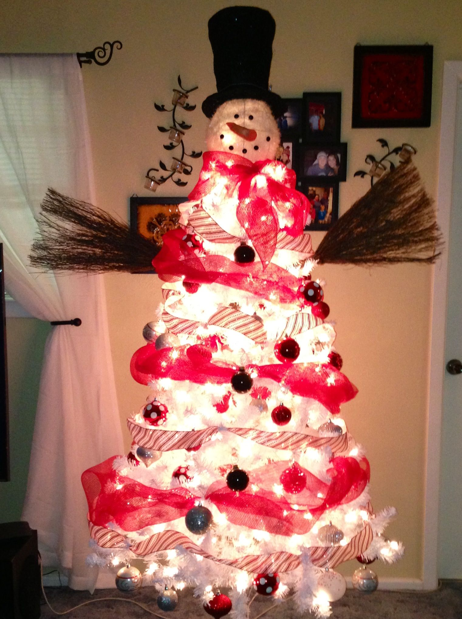 Snowman tree :) Pre-lit white tree @walmart Mesh ribbon @ SAMs ...