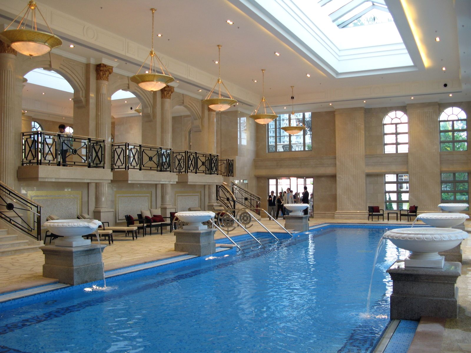 Classy Hotel Indoor Swimming Pool Design With Lengthwise Pool With Classic Fountains Decor And Antique Pendant Lig Schwimmbad Designs Hallenbader Schwimmbecken
