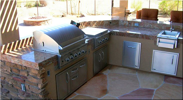 Outdoor And Backyard Barbeques Custom Designs And Installs Outdoor Barbeque Backyard Barbeque Outdoor Kitchen Bars
