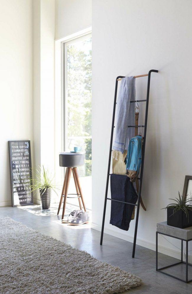 good kleiderablage schlafzimmer #1: kleiderablage-schlafzimmer-stauraum-ideen-leiter-beistelltisch-beton-metall