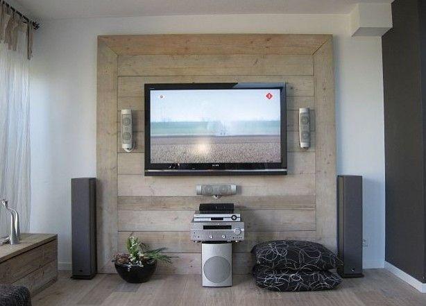 Tv Wand Van Steigerhout. Ziet Er Stoer Uit En Geen Kabel In Het