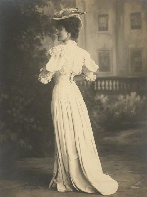 Lillah McCarthy by Foulsham & Banfield, 1906