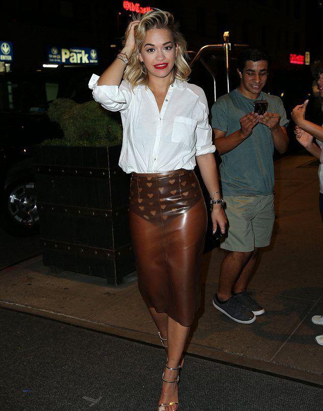 b8aec6903 rita-ora-new-york-city-burberry-prorsum-rubber-pencil-skirt | Street ...