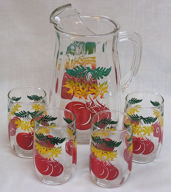 Vintage Anchor Hocking Pitcher Four Glasses Tomato Juice Set Big Red Tomatoes On Glass Pitcher And Glasses Vintage Glass Pitchers Vintage Drinking Glasses Vintage Glassware