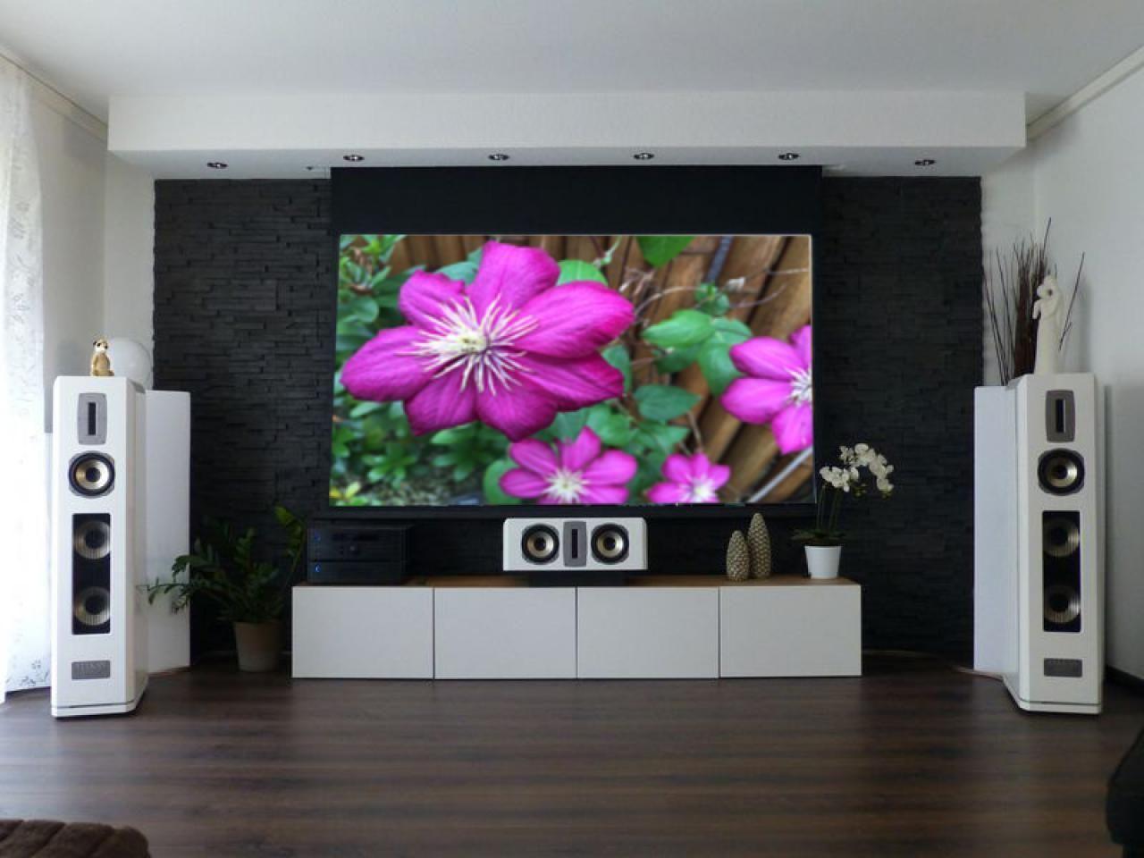 Heimkino schlafzimmer design-ideen leinwände und lautsprecher im raum  home theater tips  pinterest
