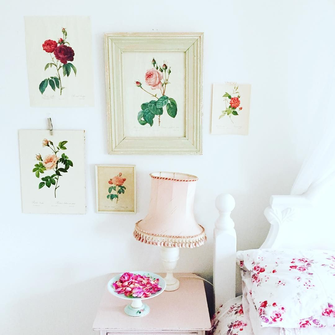 Good morning folks! My #stylingtheseasons post for January is on the blog if you fancy a peek - a floral fix to brighten up these gloomy winter days! @aptapothecary @lottsandlots xx #vintage #interiors #vintagehome #thatsdarling #flashesofdelight #pretty #myhome