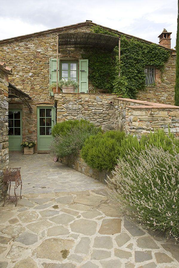 Restyling an old farmstead in Tuscany / Il restauro di un vecchio ...