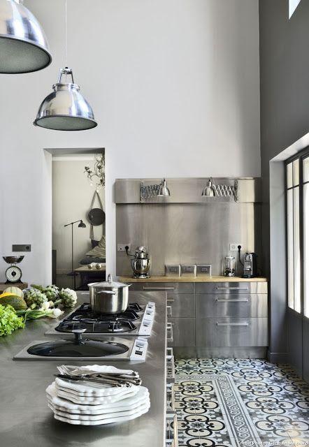 home tour une ancienne clinique r nov e en habitation bordeaux bordeaux tour et ancien. Black Bedroom Furniture Sets. Home Design Ideas