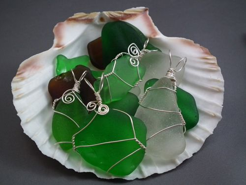 Wire wrap sea glass. Of all the things you can do with sea glass and there are many; wire wrapping them for jewellery is my favourite thing to do.